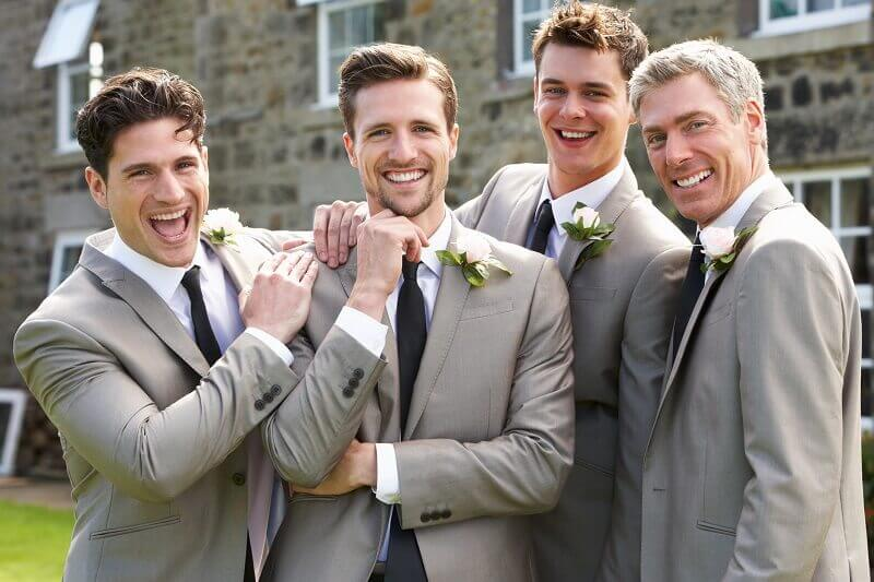 Do bridesmaids and grooms entourages colours have to match